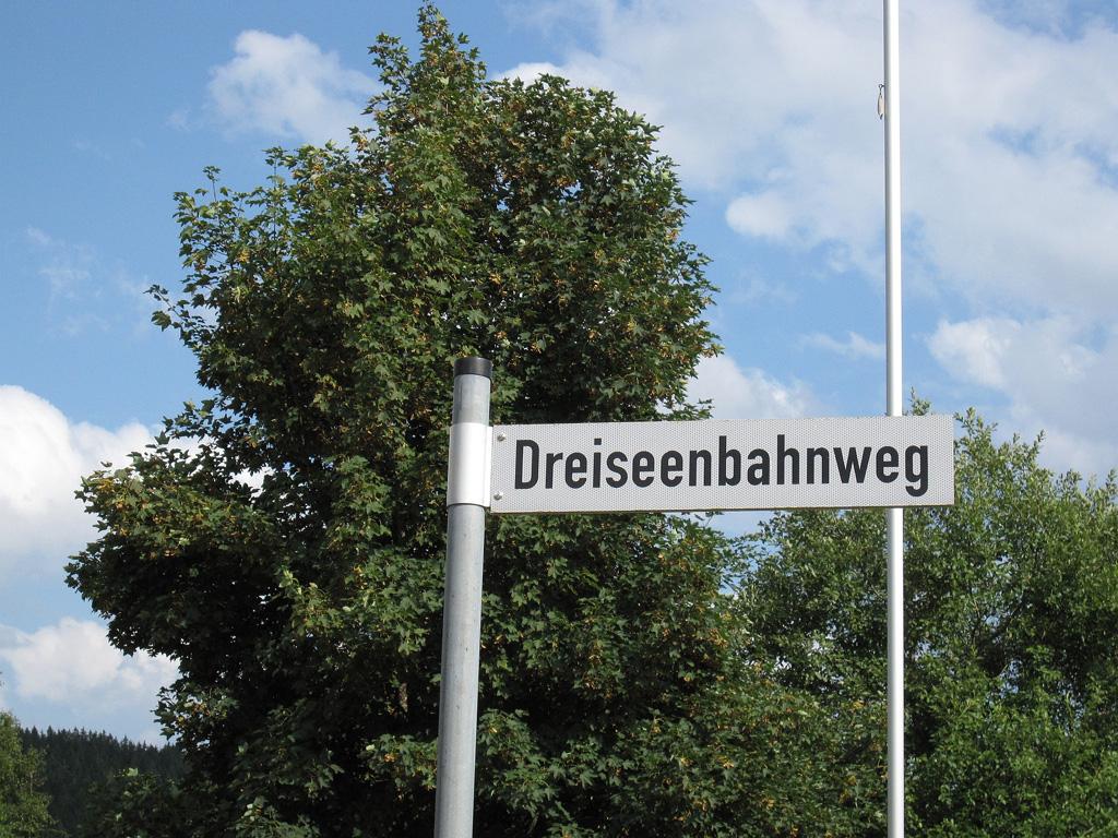 http://www.desiro.net/728-Dreiseenbahnweg-kl.jpg